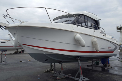 Beneteau Antares 7.80 for sale in France for €43,000 (£38,784)