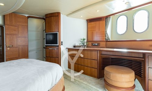 Image of Azimut Yachts 62 for sale in France for €415,000 (£361,005) France