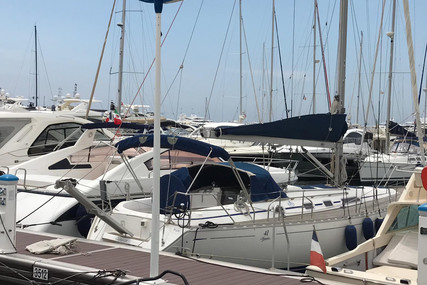 Dufour Yachts 41 Classic for sale in France for €71,980 (£64,506)
