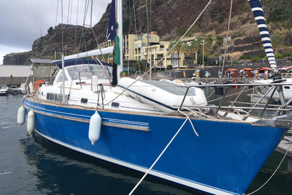 Beneteau Oceanis 44 CC for sale in Portugal for €75,000 (£67,142)