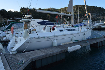 Jeanneau Sun Odyssey 32.1 for sale in Portugal for €34,000 (£30,652)