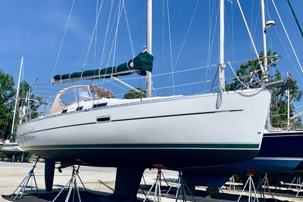 Beneteau Oceanis 323 for sale in New Caledonia for P.O.A.