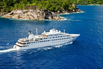 LAUREN L for charter from €695,000 / week