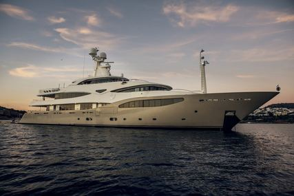 LIGHT HOLIC for charter from €320,000 / week