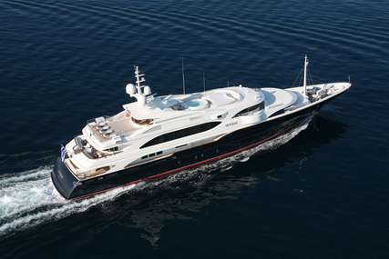 SUNDAY for charter from €310,000 / week