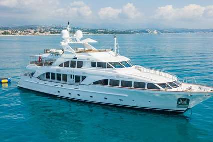 AURA for charter from €94,500 / week
