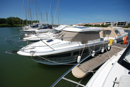 Jeanneau NC 9 for sale in France for €98,500 (£88,151)