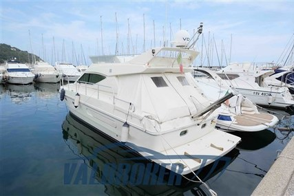 Ferretti 430 for sale in Italy for €110,000 (£98,473)