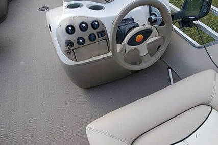 Sun Tracker 27 Party Barge for sale in United States of America for $28,000 (£22,429)