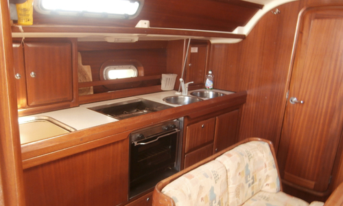 Image of Bavaria Yachts 38 for sale in Greece for £40,000 Greece