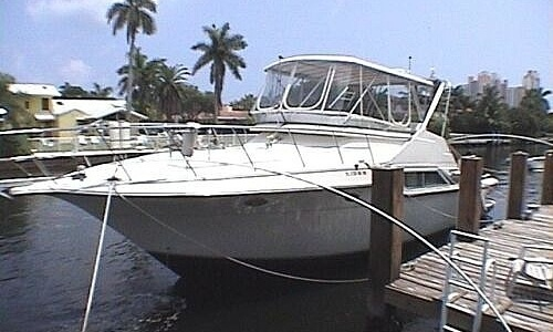 Image of Cruisers Yachts Sedan Bridge 4280 for sale in United States of America for $112,000 (£87,788) Golden Beach, Florida, United States of America