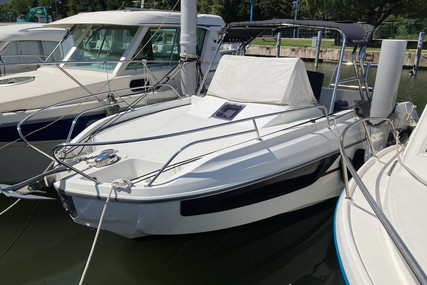Beneteau Flyer 7.7 Sundeck for sale in France for €53,000 (£47,729)