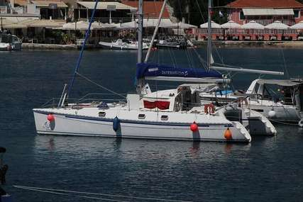 2006 OUTREMER 42 - Sold for sale in France for €280,000 (£256,657)