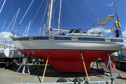Hallberg-Rassy 352 for sale in France for €79,000 (£71,221)