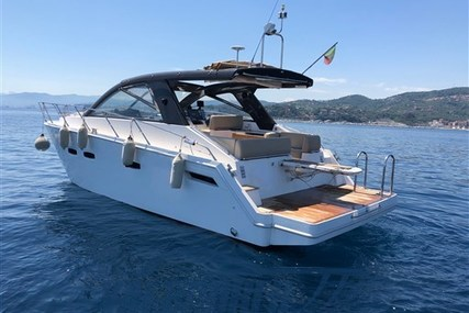 Sealine SC 35 for sale in Italy for €165,000 (£148,625)