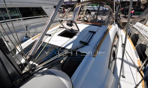 Image of Beneteau Oceanis 40 for sale in France for €102,000 (£88,427) Sud de la , France
