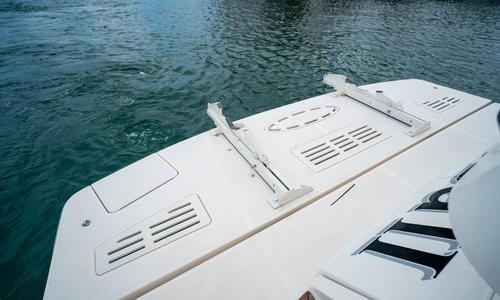 Image of Sea Ray 510 Sundancer for sale in United States of America for $649,000 (£507,055) Pompano Beach, FL, United States of America