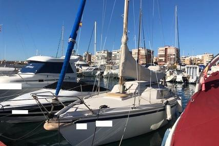 Jeanneau Sangria 25 for sale in Spain for €7,900 (£7,217)