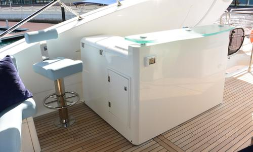 Image of Sunseeker 90 for sale in United Arab Emirates for €2,450,000 (£2,102,914) Dubai, , United Arab Emirates