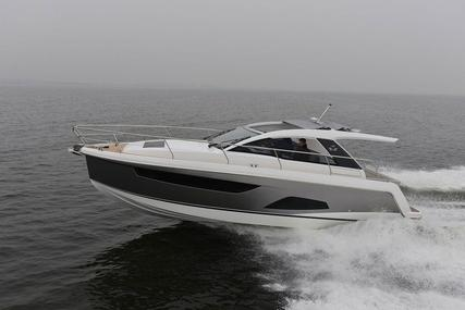 Sealine S330 for sale in Hong Kong for $358,700 (£275,003)