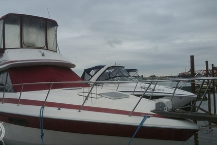 Chris-Craft 333 Commander for sale in United States of America for $10,000 (£7,181)