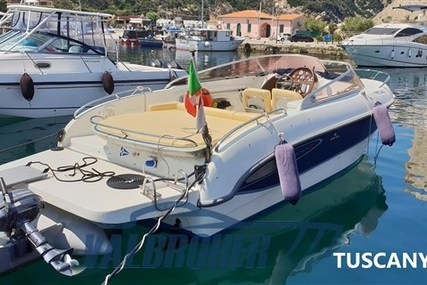 Cranchi CSL 27 for sale in Italy for €36,000 (£33,053)