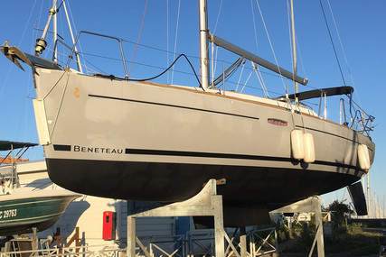 Beneteau Oceanis 31 Lifting Keel for sale in France for €59,000 (£53,329)