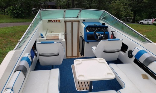 Image of Sea Ray 220 Overnighter for sale in United States of America for $14,750 (£11,374) Knoxville, Tennessee, United States of America