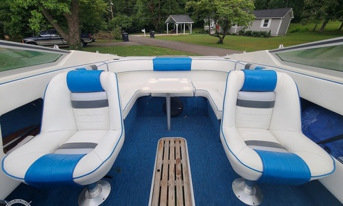 Image of Sea Ray 220 Overnighter for sale in United States of America for $13,250 (£9,654) Knoxville, Tennessee, United States of America