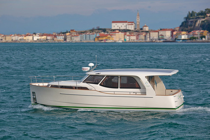 Seaway Yachts Greenline 33 for charter in Portugal from €2,250 / week