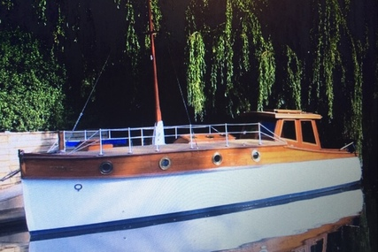 Bert Shutler's Boatyard Poole Dorset Carvel construction, vintage wooden boat for sale in United Kingdom for £19,995