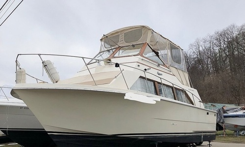 Image of Carver Yachts 3396 Mariner for sale in United States of America for $15,000 (£10,637) Macedon, New York, United States of America