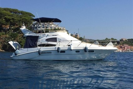 Sealine F37 for sale in Italy for €128,000 (£116,517)