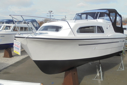 Viking Yachts 255 Wide Beam HiLine for sale in United Kingdom for £49,995
