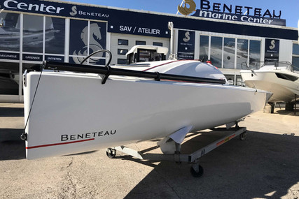Beneteau FIRST 18 LIFTING KEEL for sale in Portugal for €30,000 (£27,379)