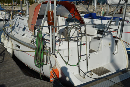 Beneteau Oceanis 331 Clipper for sale in Portugal for €45,000 (£40,784)