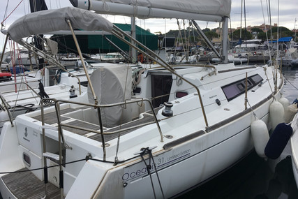 Beneteau Oceanis 31 for sale in France for €56,000 (£51,146)