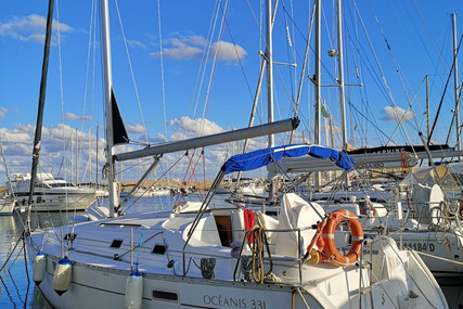 Beneteau Oceanis 331 Clipper for sale in Italy for €45,000 (£39,762)