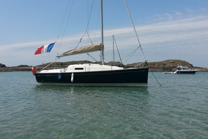 Jeanneau Sun 2500 for sale in France for €19,500 (£17,350)
