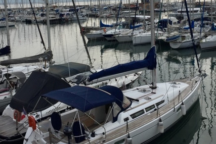 Jeanneau Sun Odyssey 42i for sale in France for €108,000 (£98,661)