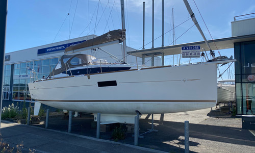 Image of Jeanneau SUN ODYSSEY 319 LIFTING KEEL for sale in France for €99,900 (£91,172) Roscoff, , France