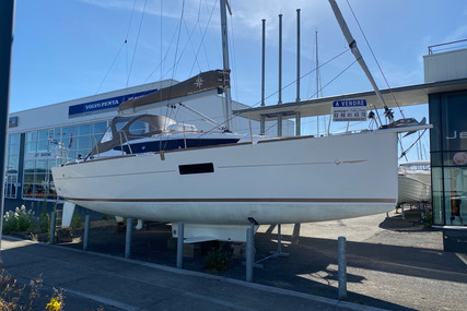 Jeanneau SUN ODYSSEY 319 LIFTING KEEL for sale in France for €99,900 (£91,261)