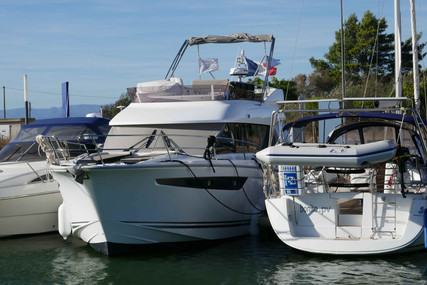 Jeanneau Velasco 43F for sale in France for €397,000 (£363,903)