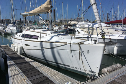 Beneteau Oceanis 31 for sale in France for €51,000 (£46,481)