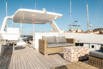 Overblue 44 for sale in France for €379,000 (£346,122)