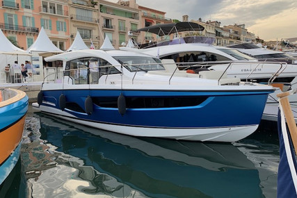Sealine C390 for sale in France for €573,936 (£516,018)