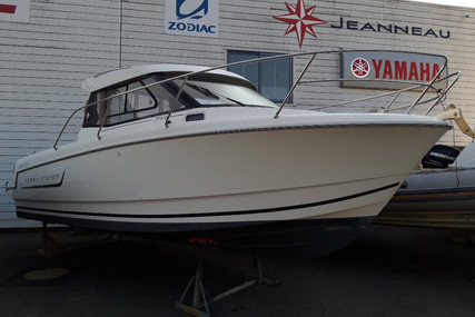Jeanneau Merry Fisher 755 for sale in France for €42,000 (£38,318)