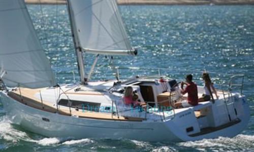 Image of Beneteau Oceanis 37 for sale in Spain for €70,000 (£63,928) Porto Colom, Baleari, palma di maiorca, Baleari, , Spain