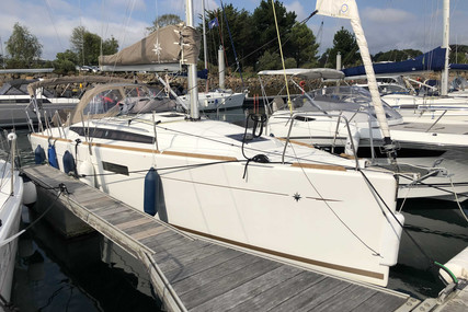 Jeanneau Sun Odyssey 349 for sale in France for €140,000 (£128,329)