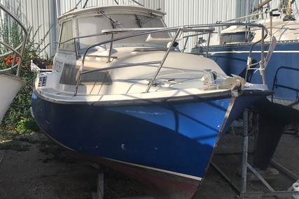Beneteau Antares 750 IB for sale in France for €4,000 (£3,670)